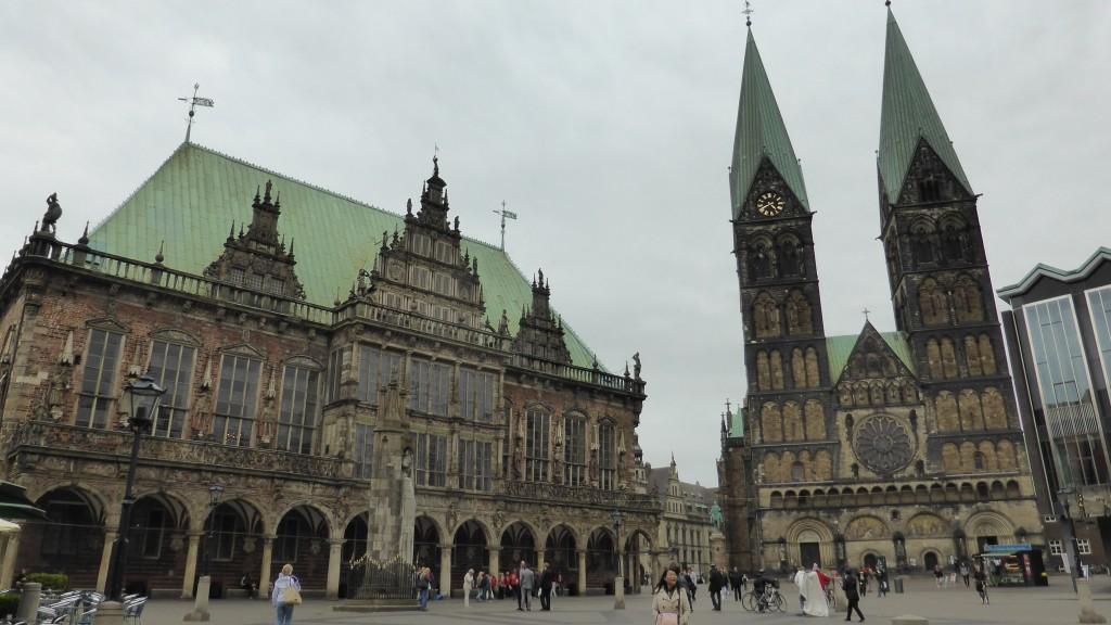 P1040808 Bremen Marktplatz Rathaus en St.Petri Dom